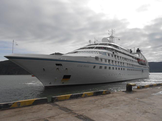 Tàu du lịch Star Pride cập cảng Quy Nhơn