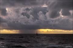 Balise tribord de l'entre du chenal du fleuve Kourou (Laurent Asselin) Tags: mer ciel nuages paysage fleuve kourou ocan guyane balise chenal