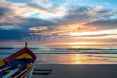 bombas-0067 (iedafunari) Tags: santa praia brasil mar barco gaivotas catarina amanhecer bombas canoa bombinhas