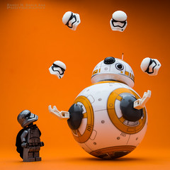 BB-8 : Juggling Act. (Randy Santa-Ana) Tags: starwars lego juggling legostarwars sphero bb8 legominifigures legostormtroopers theforceawakens legocaptainphasma spherobb8