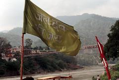 [flag] (tyronerodovalho1) Tags: india indian bridge rishikeshi uttarakhand ganges river travel life peoople kids children flag