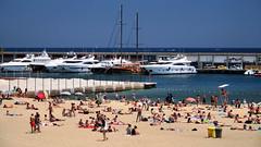 Platja de la Barceloneta (Jorge Franganillo) Tags: barcelona catalunya catalua espaa spain barceloneta playa beach platja verano summer barcos puerto port vessels