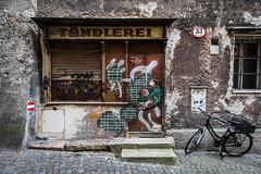 33 (think4d) Tags: salzburg graffiti fahrrad gasse tndlerei