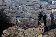 Sguardo sui tetti (Emanuele Spano') Tags: canon emilia antico piacenza castelli medioevo storia castellarquato 5dmarkiii