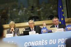 Marielle de Sarnez, Jean-Claude Juncker & Franois Bayrou (PDE-EDP) Tags: logo fb marielle rond banderolle juncker bayrou sarnez