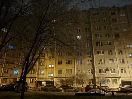 Волгоград, двор дома, полночь