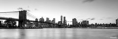 Panorámica del Puente de Brooklyn  - Manhattan - New York (DGrimaldi) Tags: nyc newyork byn blancoynegro brooklyn canon atardecer manhattan wb lee brooklynbridge nocturna lowermanhattan estadosunidos nuevayork panorámica grimaldi whiteandblack eeuu polarizador ef1740mmf4lusm mainstreetpark puentebrooklyn 5dmarkiii filtroslee dgrimaldi 5dmiii davidgrimaldi