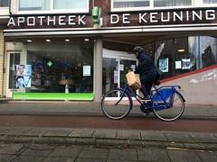 Lang Leve De Keuning (huphtur) Tags: street blue bike cycling store rotterdam king bricks thenetherlands pharmacy commuter fiets apotheek omafiets keuning