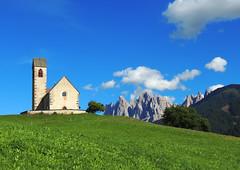 San Giacomo in Val di Funes (anto_gal) Tags: chiesa sanpietro montagna dolomites dolomiti bolzano altoadige 2014 sudtirol valdifunes sangiacomo odle