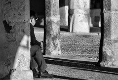 LOS DOMINGOS AL SOL (toyaguerrero) Tags: plaza architecture mayor cceres extremadura garrovillas espaarural pueblosdeespaa arquitecturarural maravictoriaguerrerocataln toyaguerrero