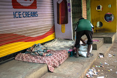 Nous ne nous sentons pas, parfois. (- Ali Rankouhi) Tags: city morning india man early bangalore