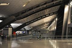 Doha HIA: Terminal 1 check-in. (A380spotter) Tags: checkin landside terminal1 one  hamadinternationalairport hia newdohainternationalairportndia 2014 hok hellmuthobatakassabaum bechtel othh doh  doha   dawlatqaar stateofqatar