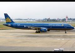 Airbus   A321-231   Vietnam Airlines   VN-A326   Ho Chi Minh City   SGN   VVTS (Christian Junker   Photography) Tags: nikon nikkor d800 d800e dslr 2470mm plane aircraft airbus a321231 a321200 a321 vietnamairlines vn hvn vna326 skyteam narrowbody departure taxiing 25l airline airport aviation planespotting 4783 tansonnhatairport tansonnhat vvts sgn saigoninternationalairport hochiminhinternationalairport tnsnnhtinternationalairport hochiminhcity saigon vietnam asia christianjunker terminal airside ramp gate executiveapricotlounge flickraward zensational flickrtravelaward superflickers worldtrekker hcmc