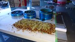 Joint met Nevill Haze (marihuana & hasj) Tags: wiet marihuana joint pretsigaret stoned wappie thc weed grass nevillhaze