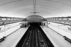 168th (Boris Peters Arnhem) Tags: new york black white canon 70d usa america ny nyc subway metro underground tube hole