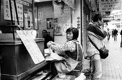 000218310035 (Joseph Chao) Tags: street leica blackandwhite 35mm photography iso800 kodak hc110 400tx hong kong summicron m6