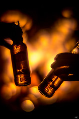 Tequilabier am Lagerfeuer (*altglas*) Tags: beer fire campfire bier feuer lagerfeuer rodenstock heligon f075 tvheligon tequilabier 07550 07550mm