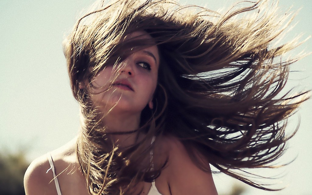 hair-wind-rejection-sunshine_067572