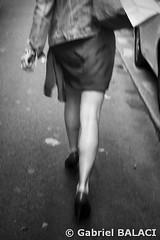 Passante_Snapseed (Gabriel Balaci Photographies) Tags: people paris france birds europe fineart colorphotography streetphotography snapshots technicolor rue couleur gens oiseaux urbain blackandwhitephotography photoderue photographienoiretblanc photocouleur photographieartistique instantanés fotografiealbnegru fotografieartistica