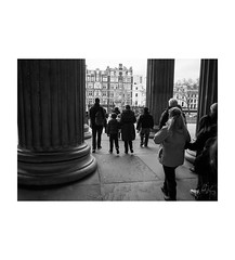 London (Jordan | Photo) Tags: street uk inglaterra england people blackandwhite bw london blancoynegro silhouette lumix calle gente unitedkingdom streetphotography panasonic jordan londres column silueta columna gx1
