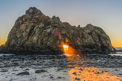 Sun Portal...or eye of Sauron? (mojave955) Tags: usa america canon unitedstatesofamerica bigsur westcoast centralcalifornia pfeifferbeach   600d sunportal   keyholerock  eos600d rebelt3i