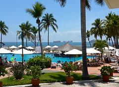 photo - Emporio Ixtapa Hotel (Jassy-50) Tags: pool umbrella mexico hotel photo palm swimmingpool ixtapa emporio flyertalk hotelemporioixtapa emporiohotel emporioixtapa