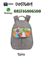 Maika Backpack Raka, Ransel Cerah Maika Backpack Raka merupakan salah satu produk ransel dari Maika Etnik dengan warna abu cerah dan motif bunga pada bagian depannya. (massulthon) Tags: focus backpack maika premium 2015 cerah ransel