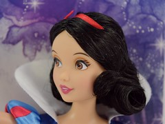 2016 Snow White Classic 12'' Doll - US Disney Store Purchase - Deboxing - Cover Off - Closeup Front View (drj1828) Tags: disneystore doll 12inch classicprincessdollcollection 2016 purchase snowwhite snowwhiteandthesevendwarfs bluebird deboxing