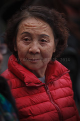 ADF_20140303_1083 (chiyowolf) Tags: chengdu sichuanprovince canoneos7d china ef70200mmf28lisiiusm chinesewoman peopleofchengdu facesofchengdu wrinkledforehead candidphotography streetscenes red downjacket 中国 travelphotography 成都 四川