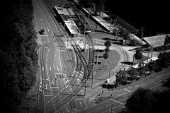 Wo geht es lang? (floschn84) Tags: strase road verkehr traffic kreuzung crossing auto car strasenbahn tram verkehrszeichen schwarzweis stuttgart 2016 vonoben blicknachunten bersicht