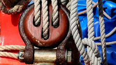 Pulley (patrick_milan) Tags: rope cordage aussire accastillage buoy boue flotteur hublot porthole bout taquet latch poulie pulley ra palan saariysqualitypictures cloche bell