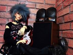 Visual Punk (3) (Lily Skai) Tags: chains guitar demon bjd speakers abjd dz demonio balljointeddoll floy dollzone hybridbjd visualpunk fujifilmfinepixs2980