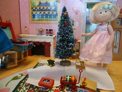 Time to trim the tree with all the beautiful ornaments with Nicole (Helen725) Tags: christmas festive miniature holidays dolls learning eden curve madeline dollhouse