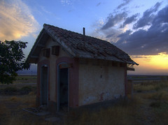 The old building and the sunset - La vieja construccion y la puesta de sol (Photo Movie) Tags: abandoned wow dark decay topc100 oldbuilding wowl3