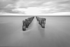 Lichtblick am Horizont (derduesch) Tags: strand grey meer belgium grau knokke belgien langzeit