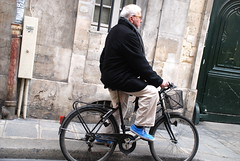 Commute in Azul (NGDphoto) Tags: paris picasso museum musee france blue shoes cobblestone basket