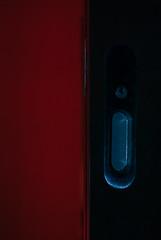 大门之后/Behind Closing Door (KAMEERU) Tags: lighting door colour filter flashlight setup strobe yn560iii