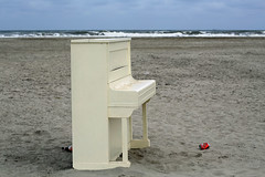 wish I was... (Elly Snel) Tags: strand beach piano sea zee waves golven ansh scavenger8 challengeyouwinner
