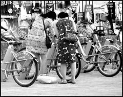 Fin de promenade (stephphoto8184) Tags: festival avignon vaucluse noir et blanc vlo