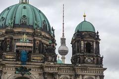 Berliner Dom mit dem Fernsehturm (kevin.hackert) Tags: berlin berlinerdom domkirche mitte museumsinsel oberpfarrkirche spreeinsel stadtmitte ev evangelisch