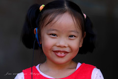 Petite fille a Pekin - Explore (jmboyer) Tags: chi0382 chine china pekin asie asia portrait jmboyer travel voyage explore shanxi guangxi yahoo go imagesgoogle photoyahoo photogo lonely gettyimages picture