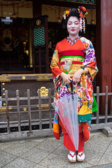 Geisha in the rain ... (Rita Willaert) Tags: japan island geisha kyushu eiland dazaifu grafmonument sugawaranomichizane dichter9deeeuw