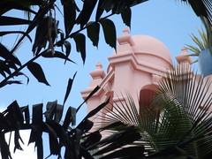 The Royal Hawaiian Hotel (jericl cat) Tags: pink gardens hotel waikiki royal palace hawaiian honolulu 5star 1927