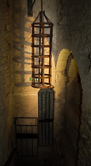 A hanging prisoner cage in the dungeons of the fortress of SanLeo, Italy. Note the iron neck collar. (Anguskirk) Tags: italy italia fortress 2009 inquisition dungeons lemarche papal sanleo spiks prisonercage