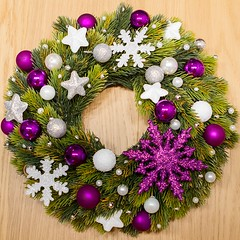 Stroik - wersja biao-fioletowa / Wreath - white and purple (PawelPL) Tags: christmas white snow canon silver stars snowflakes holidays shine hand purple handmade decoration balls garland made wreath ornaments 7d dslr nieg srebrny poysk niegu biay wita bombki narodzenie boe fioletowy wianek ozdoba patki gwiazdki