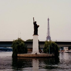 Replica of the Statue of Liberty (Will S.) Tags: paris france replica statueofliberty mypics