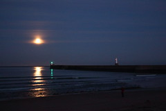Moon Rise,Aberdeen Bay (Alan Longmuir.) Tags: moon night aberdeen moonrise aberdeenharbour grampian northpier aberdeenbeach aberdeenbay