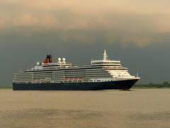 Queen Elizabeth von vorne-QE from the front (Anke knipst(off)) Tags: cruise germany ship cunard elbe queenelizabeth bielenberg kollmar