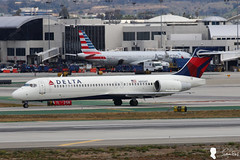 Delta Air Lines Boeing 717-2BD N893AT (Steven Weng) Tags: lines canon la los airport angeles aircraft air delta international boeing lax airlines   n893at   7172bd eos7d2 ef100400is2