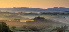 Tuscany Sunrise (Frederic Huber | Photography) Tags: morning italien sunset italy sun fog clouds sunrise canon landscape eos dawn early florence spring long exposure italia sonnenuntergang nebel d explore val tuscany nd firenze belvedere siena usm pienza toscana polarizer grad landschaft sonnenaufgang sr morgen 70200 dreamscape florenz frhling toskana 1124 italiy agriturismo langzeitbelichtung podere 1635 2016 orcia 2470 explored leefilters frederichuber canon5dsr 5dsr frederichubercom